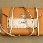 Bolsos y complementos artesanales de cuero