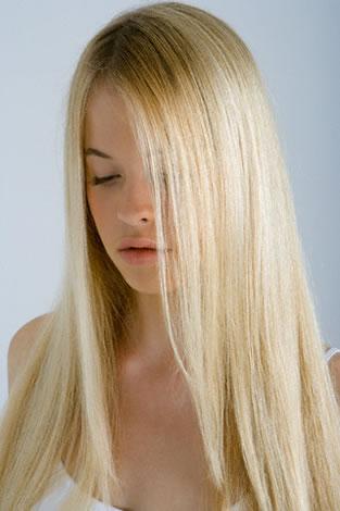 pelo largo liso rubio