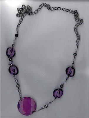collar  violeta piedras
