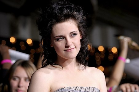gallery_main-kristen-stewart-new-moon-premiere-red-carpet-photos-11162009-03
