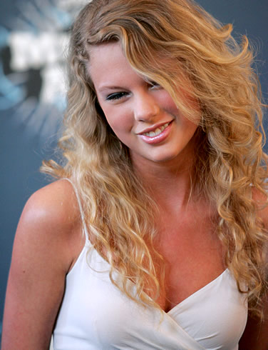 taylor-swift-picture-in-white