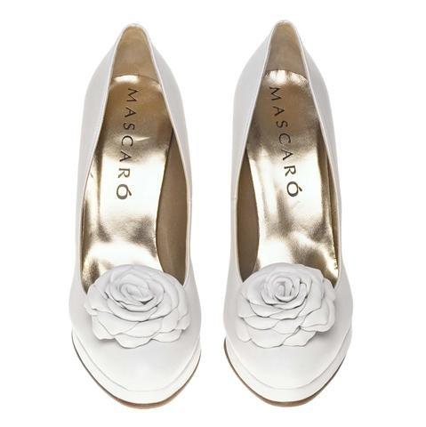 zapatos con flor