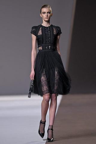 Moda con encajes 2011