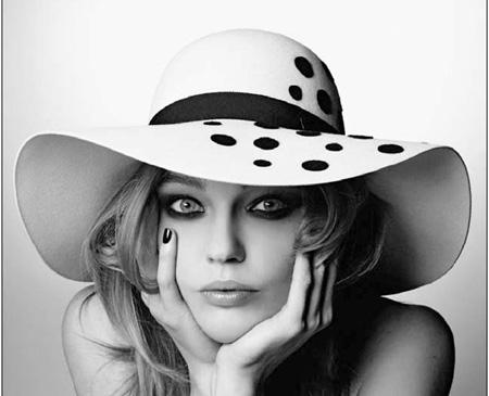 d0d9aedbb70f9 Adoro los sombreros pero confieso que no los uso mucho porque me siento  demasiado llamativa. ¡Ay de mí! ¡Qué tonta! Pensar que décadas atrás una mujer  no ...