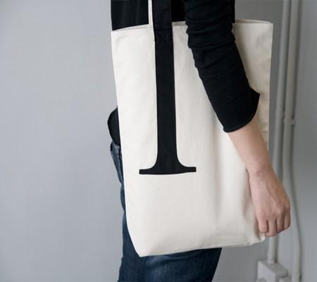 serif-tote-bag