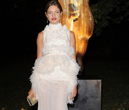 Natalia Vodinova vestido blanco