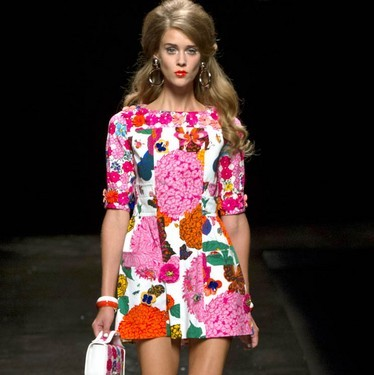 vestido-con-flores-de-moschino